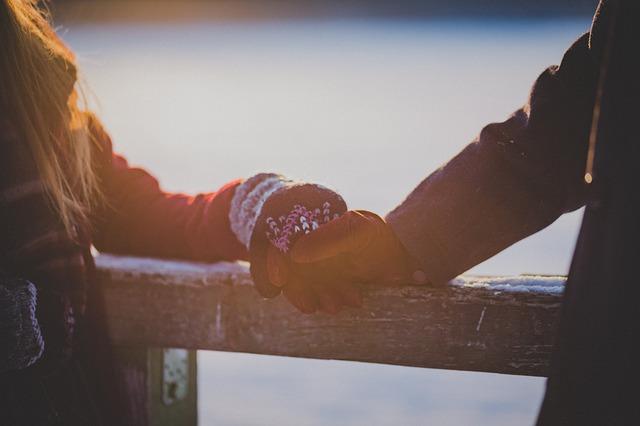 恋愛占いであの人の本音を明らかに。距離を縮めるヒントも。